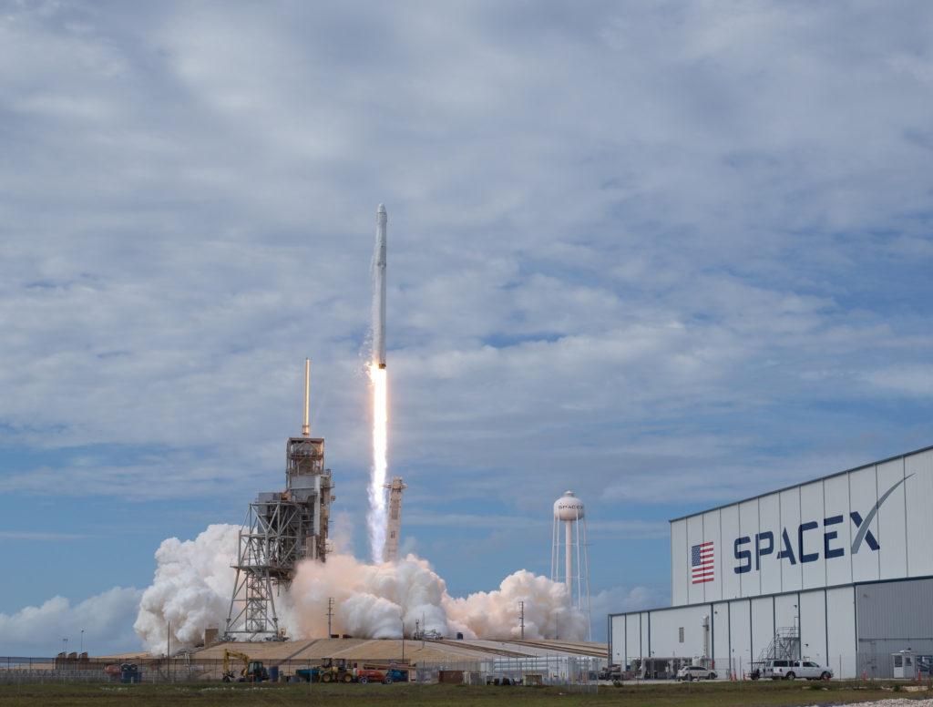 SpaceX строит космического прыгуна