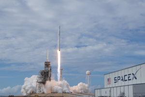 SpaceX продолжает подготовку полета на Марс и строит космического прыгуна