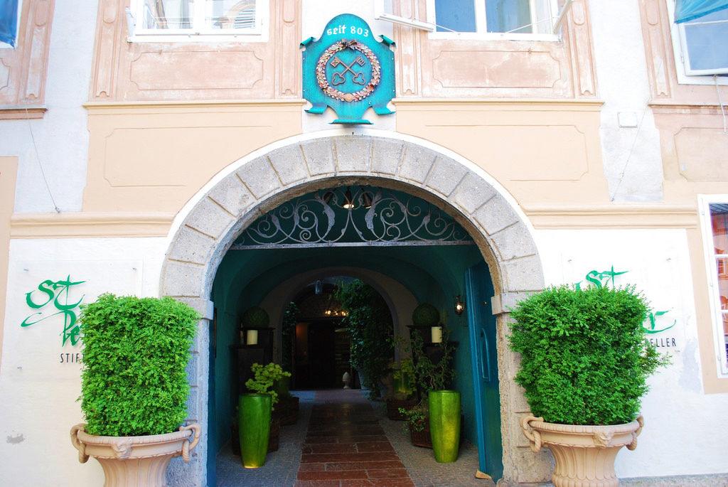 Stiftskeller St. Peter из списка старейших фирм мира, старейший ресторан в мире