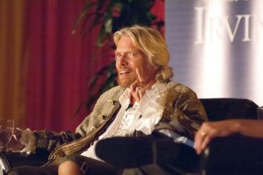 Чувство юмора как часть корпоративной культуры. Ричард Брэнсон никогда его не терял. Именно оно помогло создать Virgin Group