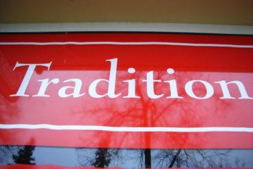 Как возникают корпоративные обычаи и традиции