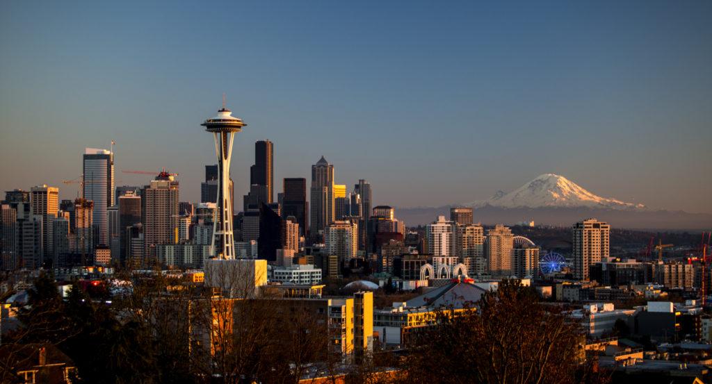 Сиэтл, город компании Амазон. Amazon проник в во все сферы городской жизни Сиэтла и теперь контролирует их, создав город-корпорацию.