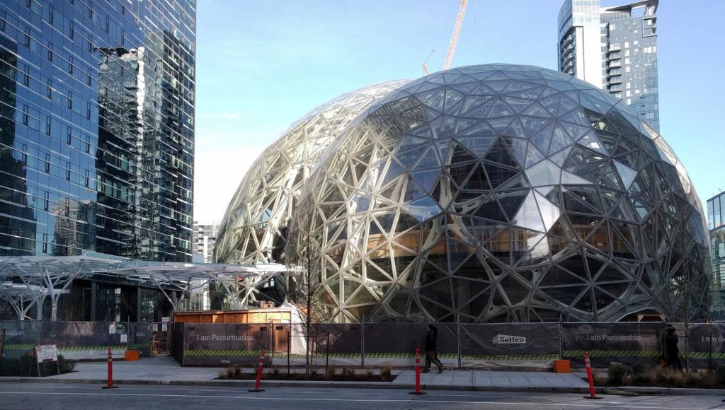 The Spheres. Центральный офис Amazon. Сферы. Amazon проник в во все сферы городской жизни Сиэтла и теперь контролирует их, создав город-корпорацию.