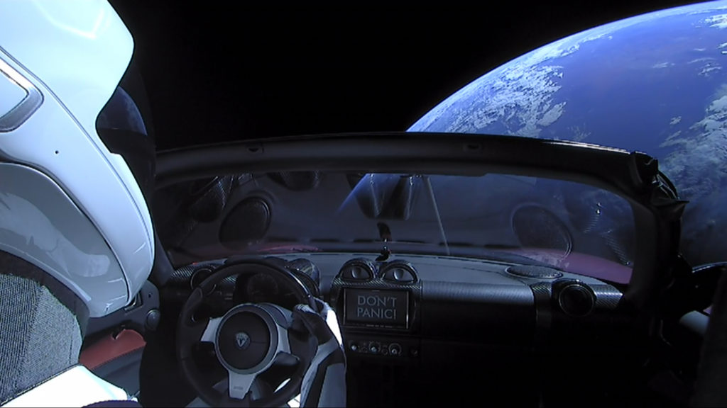 Tesla Roadster и Стармен в космосе