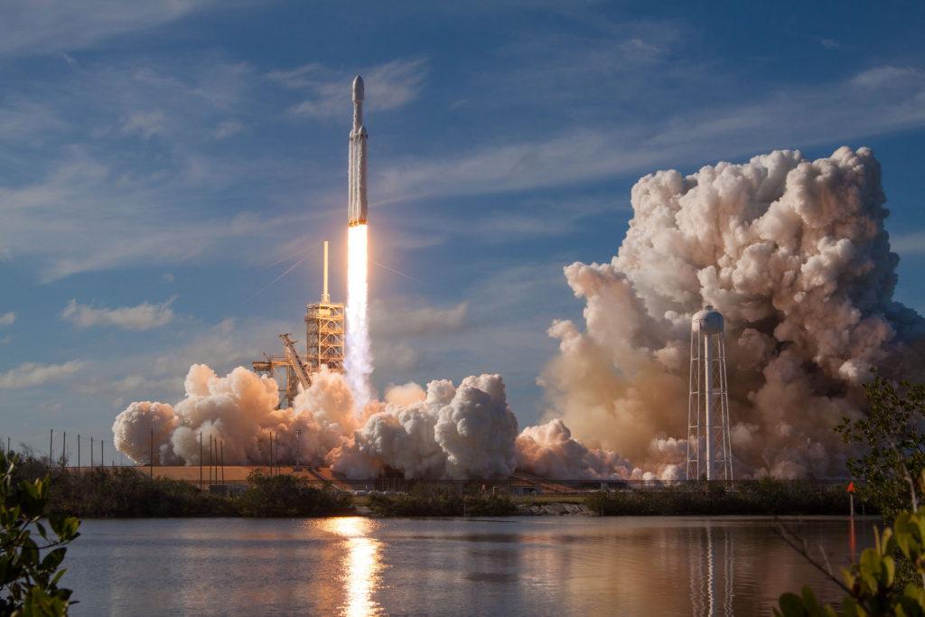 Запуск миссии Falcon Heavy Demo Mission. Запуск Tesla Roadster в космос.