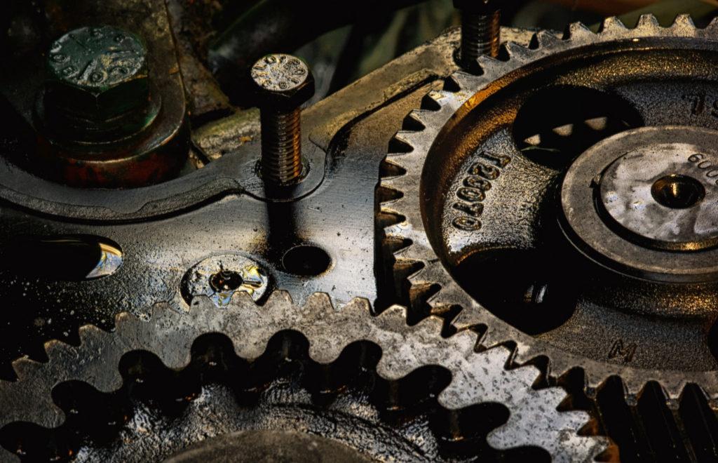 Организация - машина, работник - деталь