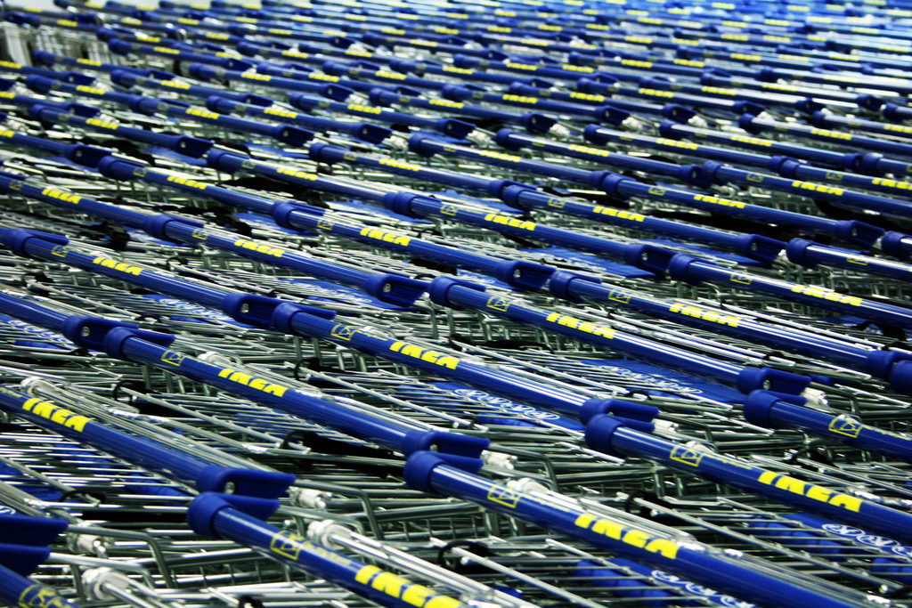 Тележки IKEA. IKEA отвечает расширением своей бизнес-модели