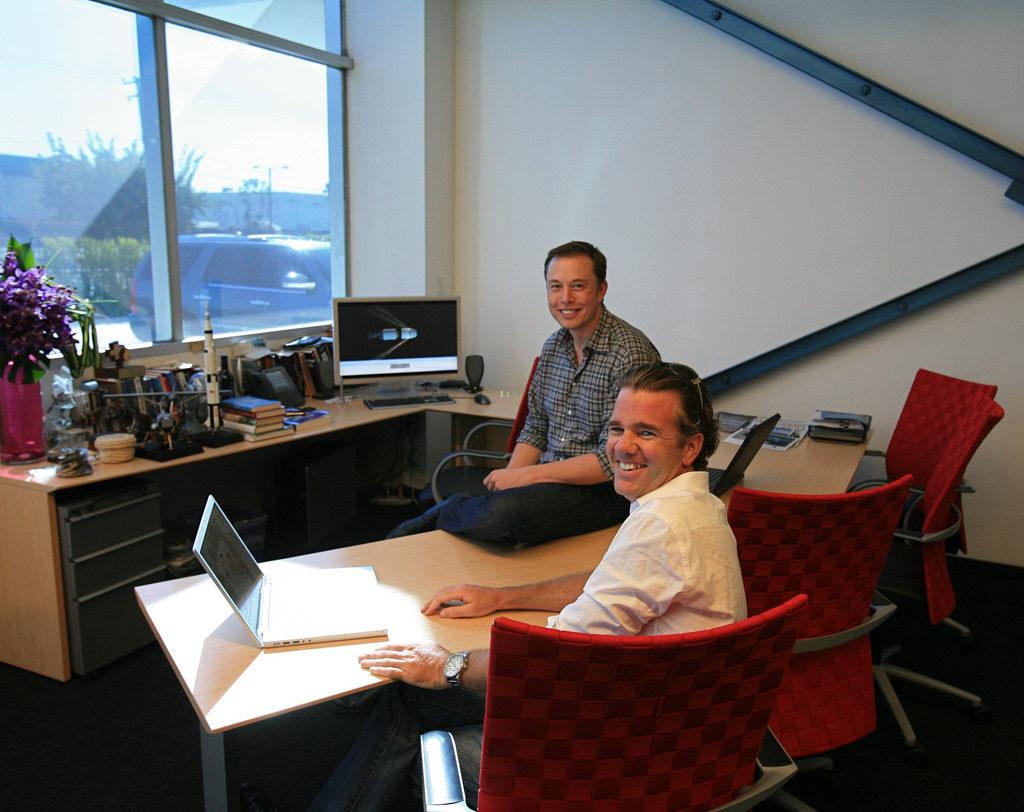 В офисе Tesla. Какова рабочая рутина Google, Apple, Facebook и Tesla.