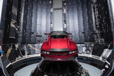Tesla Roadster и Стармен — к звездам под Дэвида Боуи
