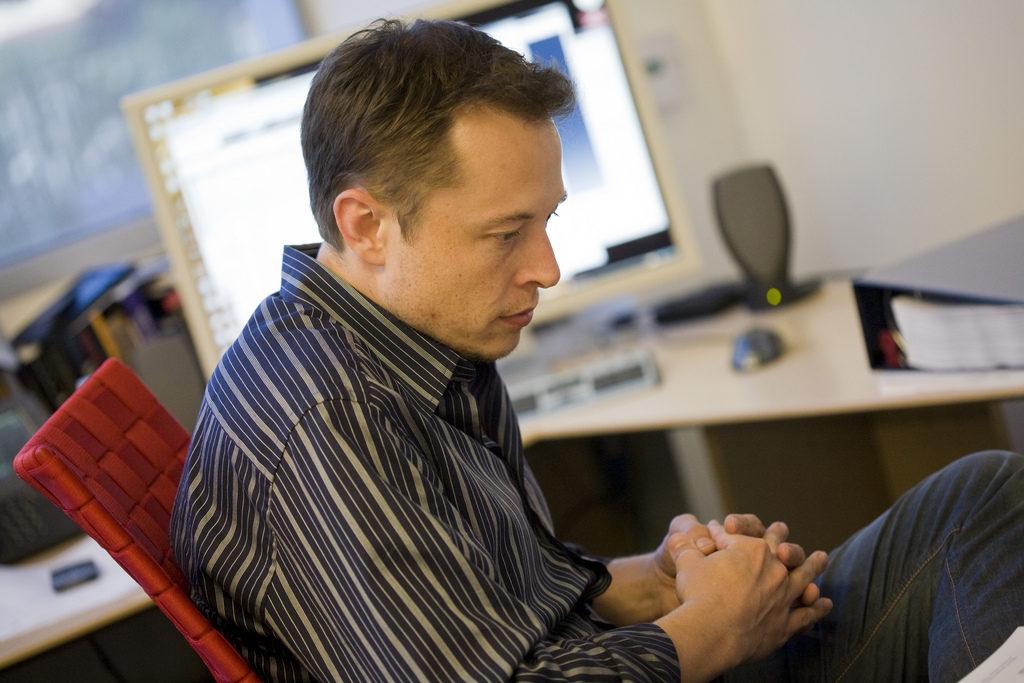 Илон Маск на рабочем месте
