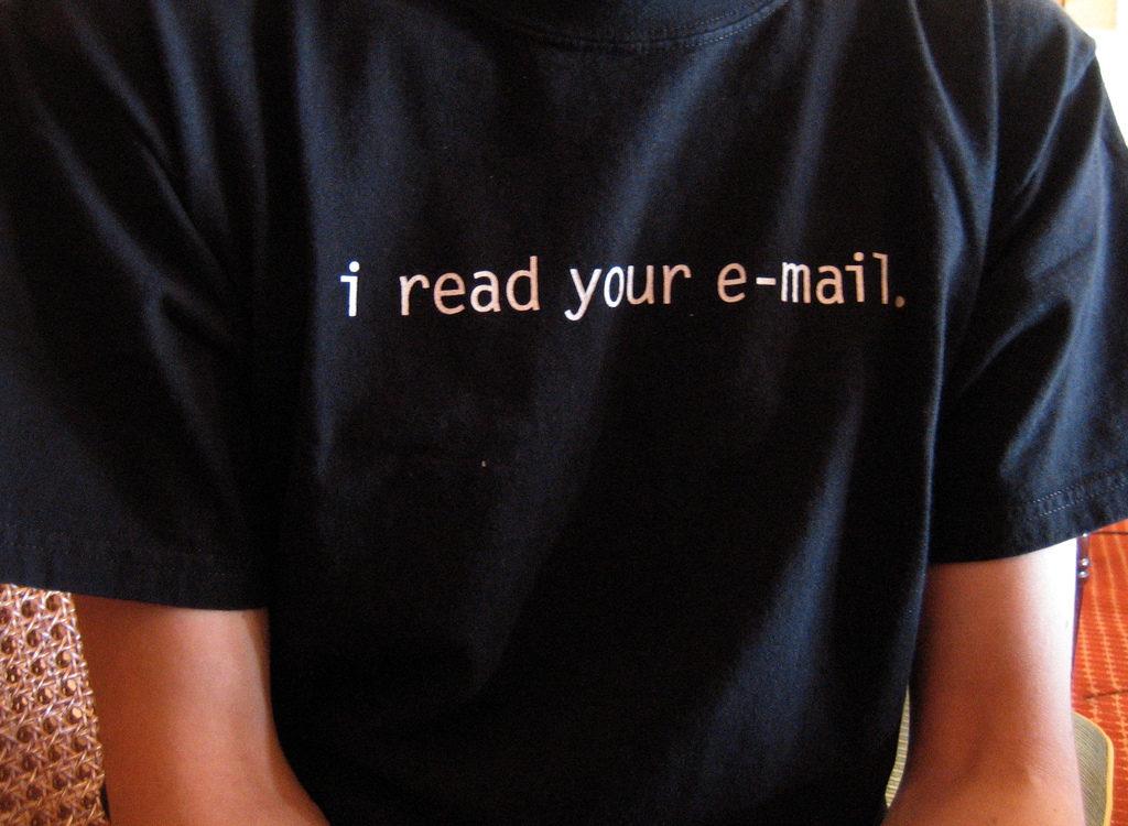Много непрочитанных сообщений в почте повышает продуктивность.