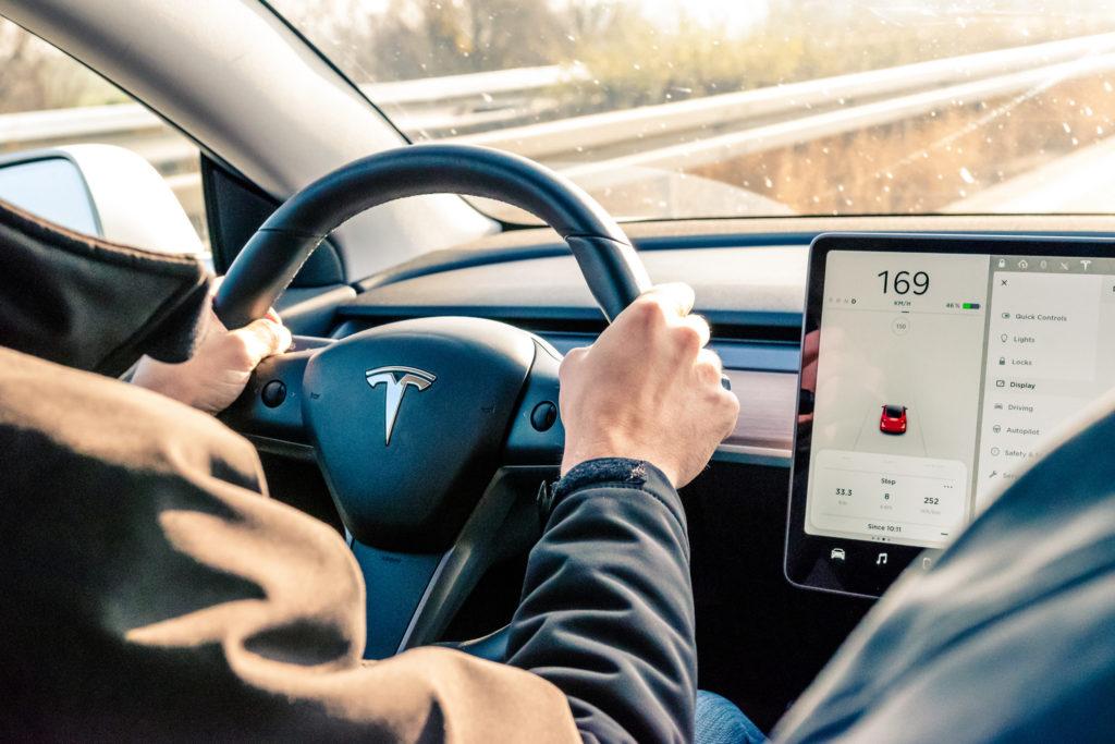 Tesla, Модель 3, интерьер. Тесла, специфика корпоративной культуры.