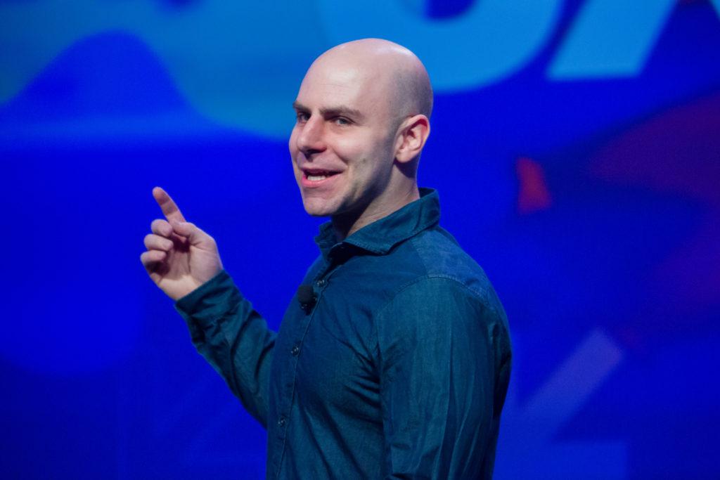 Профессор социальной психологии Адам Грант