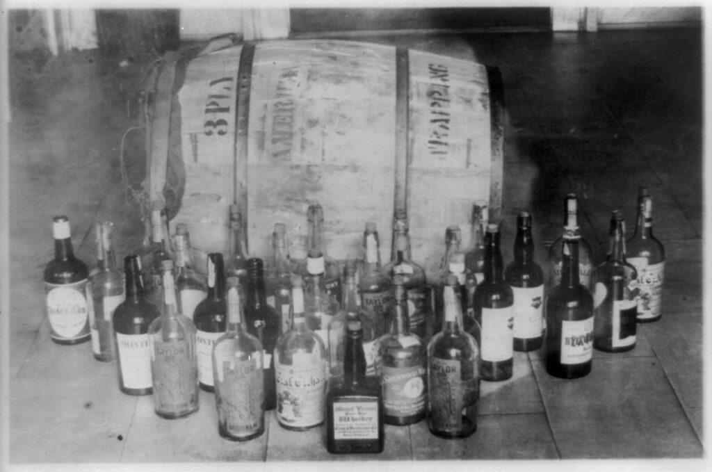 Конфискованный алкоголь во времена сухого закона