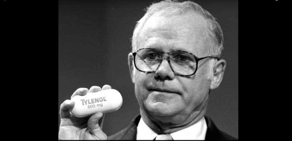 Прекрасный пример антикризисного управления продемонстрировала компания Johnson & Johnson.
