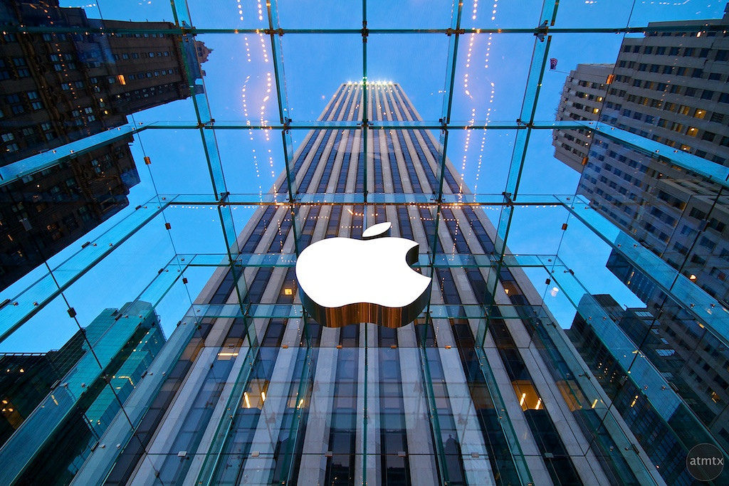 Инвестиции Apple в исследования и разработки - 15 млрд долларов в год. Но для успешной разраработки необходимы также стратегия и способности