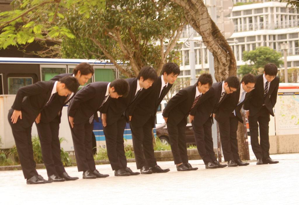 Публичность также не приветствуется в японском обществе.