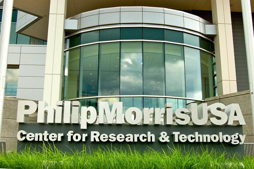 Вредная продукция, которую производят некоторые компании, такие как Philip Morris представляет собой сложную моральную и этическую проблему.
