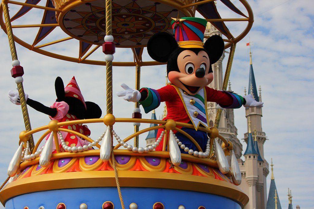 После распространения педикулеза и чесотки среди работников компании Disney потребовались переговоры работодателя с профсоюзом.