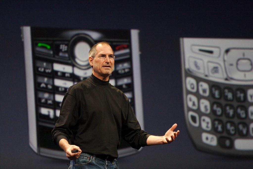 Торговая марка iPad была куплена, iPhone - отсужена. Apple была не первая компания, придумавшая эти названия.