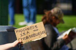 Индивидуальный подход к фастфуду, доведенный до абсурда. В McDonalds не бывает бесплатного сыра