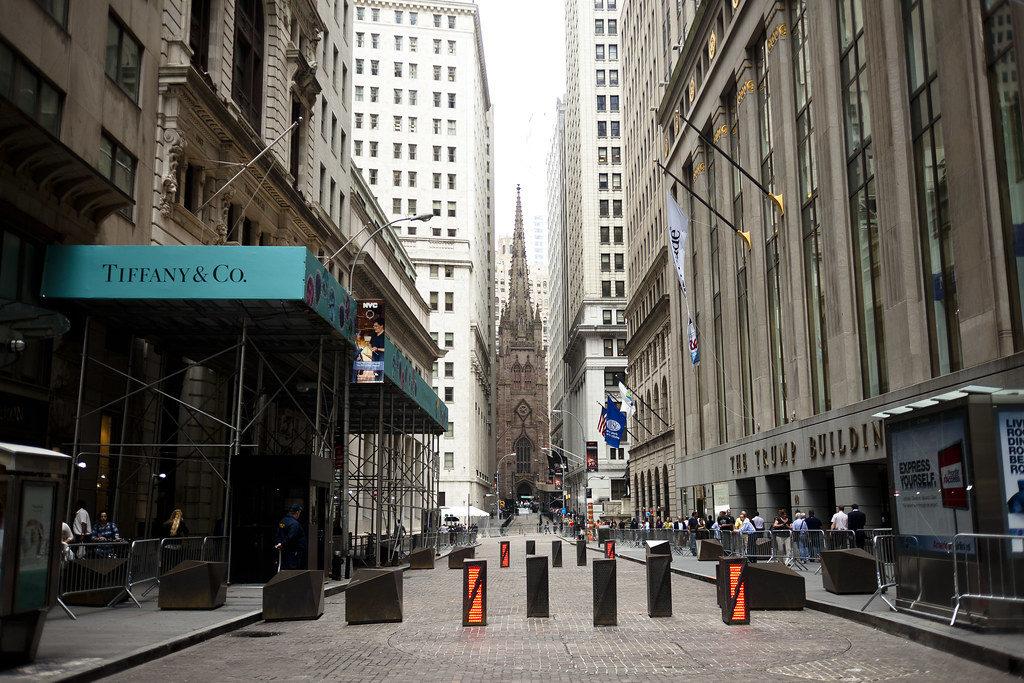Название Уолл-стрит - почему так названа самая деловая улица мира