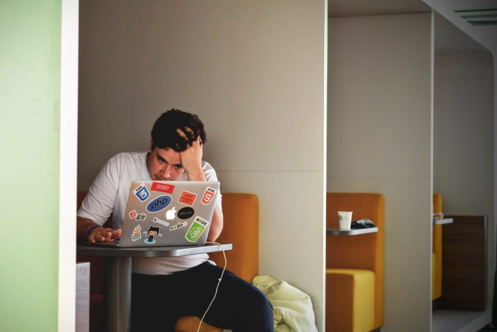 Привычка отвечать на электронные письма немедленно и в любое время суток - вредна, считают ученые