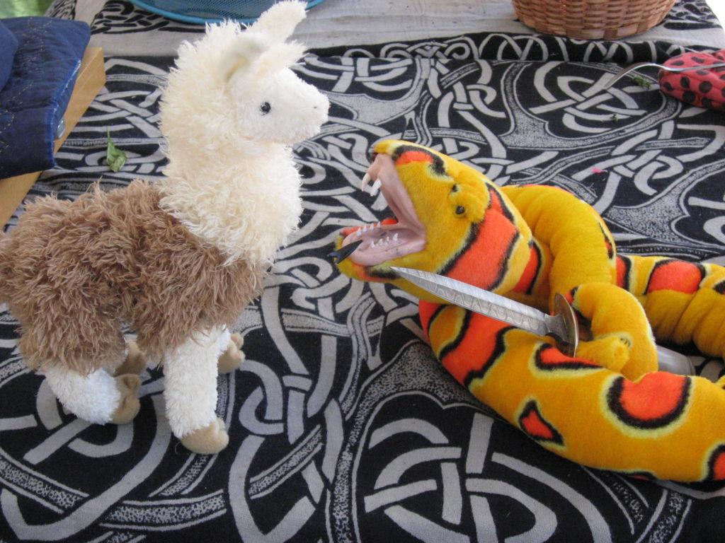 Самые странные командировочные расходы - дельтаплан, лама и череп