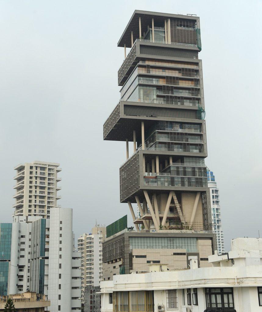 Самый дорогой частный дом в мире за 1 миллиард долларов - небоскреб Антилия