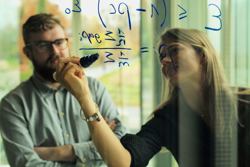 Как мотивировать работников? Обеспечьте их взаимодействие с «внутренними клиентами»